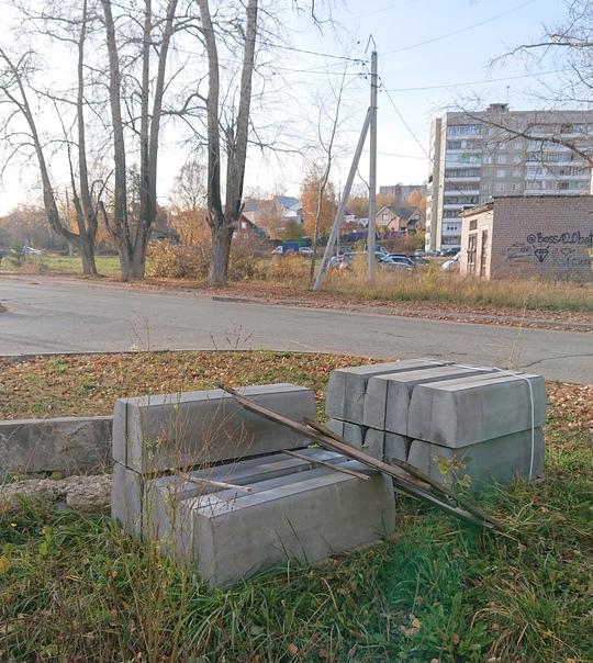 Два года назад Рудницкого ремонтировали, с тех пор лежат ...