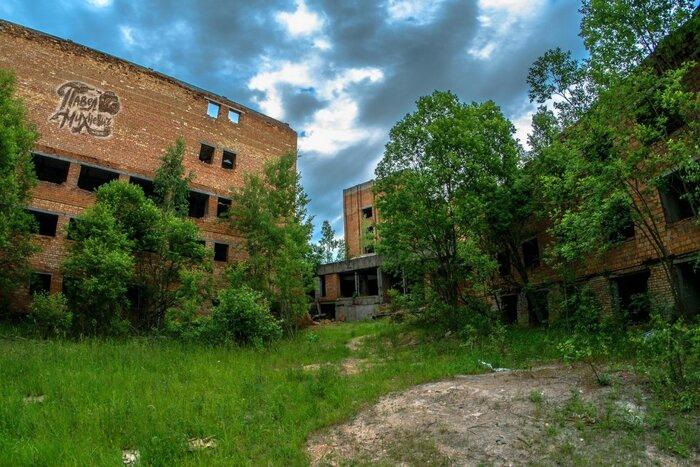 Под Минском продается огромный заброшенный санаторий. Стоимость, как у хорошего коттеджа