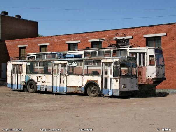 «ЭКСПОНАТЫ»  Трамвай и троллейбус во дворе АТЭМК. Фото 2008 г.