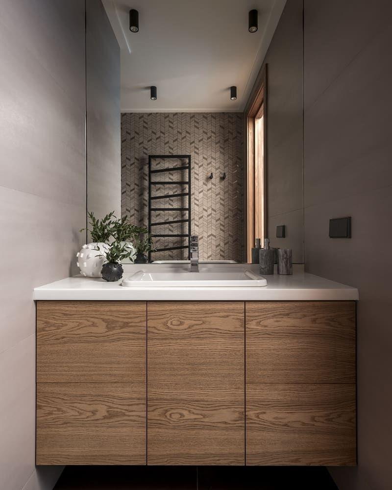 Сочетание цвета и деревянных панелей создают особую атмосферу.