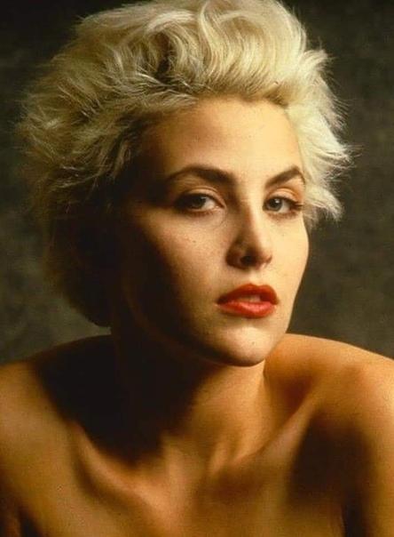 Шерилин Фенн 55 лет! Шерилин Фенн (англ. Sherilyn Fenn) - американская актриса, стала популярной после съёмок в фильме «Слияние двух лун» и телесериале Дэвида Линча «Твин