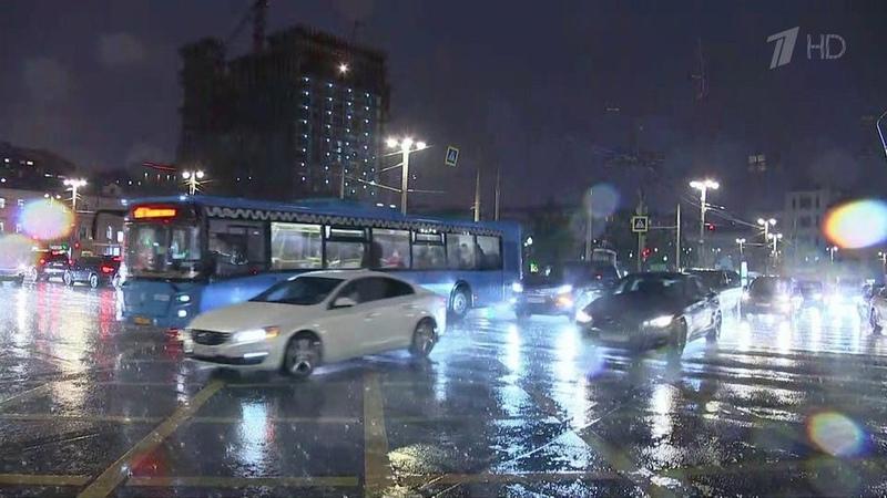 Вотдельных районах Москвы задва часа выпалапочти треть месячной нормы осадков