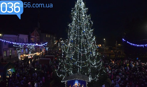 У місті засвітили головну новорічну красуню
