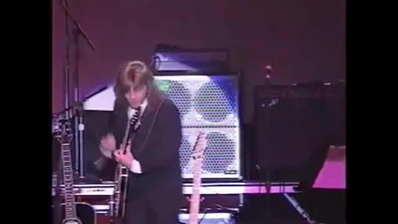 Гари Шорелл исполняет песню Рики Нельсона Waitin in School Также он воплотил его образ на сцене Jack Rabbit Slim's в фильм