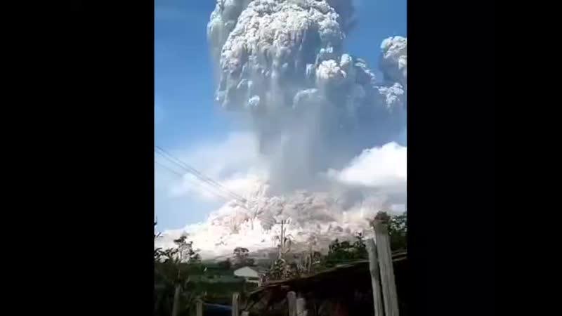 На острове Ява проснулся вулкан Мерали пепел поднялся на 5 километров Вулкан спешит на помощь планете требуется дезинфекция