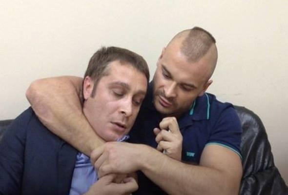 Максим Марцинкевич по прозвищу Тесак покончил с собой в челябинском СИЗО Тело в луже крови обнаружили 16 сентября в 06:15 утра по московскому времени. В камере он был один.В предсмертной