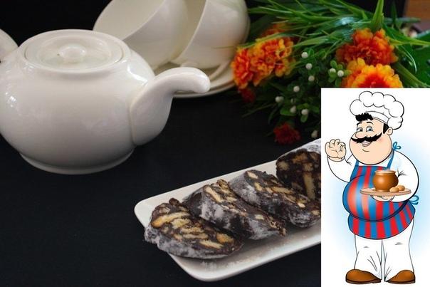 Колбаска из печенья и какао. Ингредиенты: Какао 2 Ст. ложки Сахар 5 Ст. ложек Сахарная пудра 2 Ст. ложки Орехи любые или микс 3 Ст. ложки Изюм 3 Ст. ложки Сушеная вишня или клюква 3 Ст. ложки