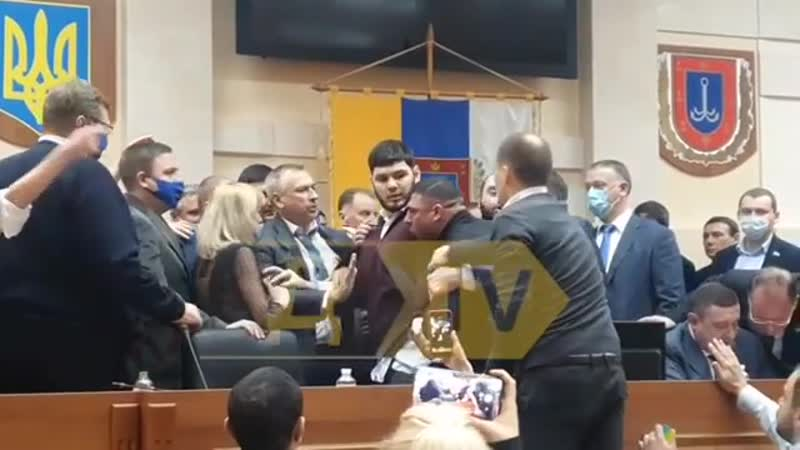 Рабы народа с партии ОПЗЖ устроили драку в Одесском облсовете И главное что все в масках закон который сами выносили 18 12 2020