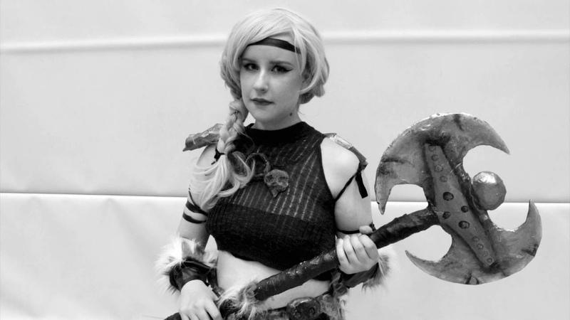 ASTRID HTTYD BATTLEAXE Easy cheap cosplay weapon DIY