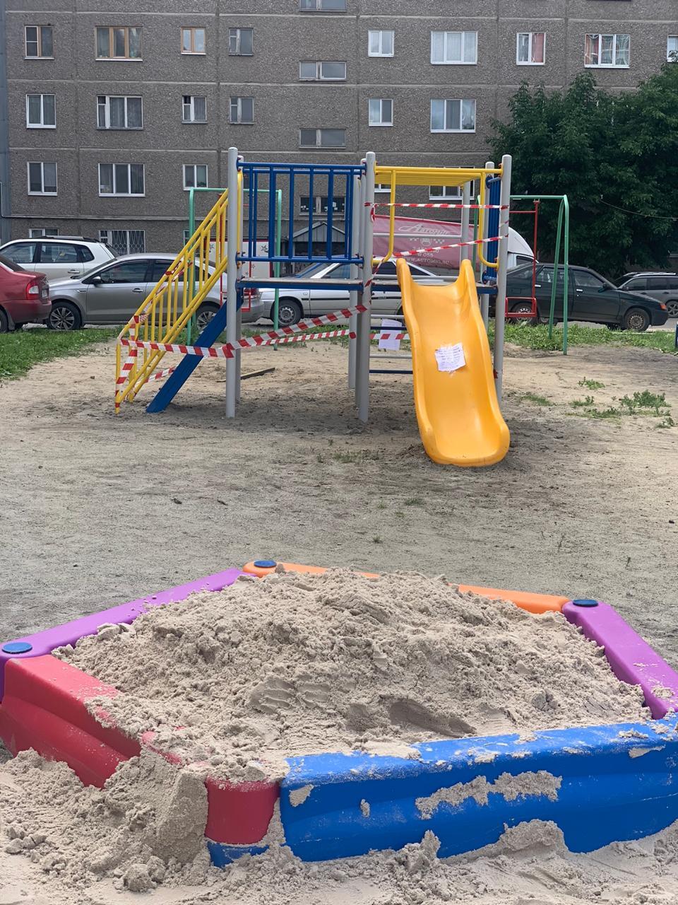 Новые детские площадки теперь радуют детей и
