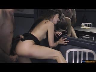 Riley Reid увидела стояк у следователя и не смогла удержаться (Инцест, Молодая, Сестра, Incest, Sister, Teen, Virgin, Anal)